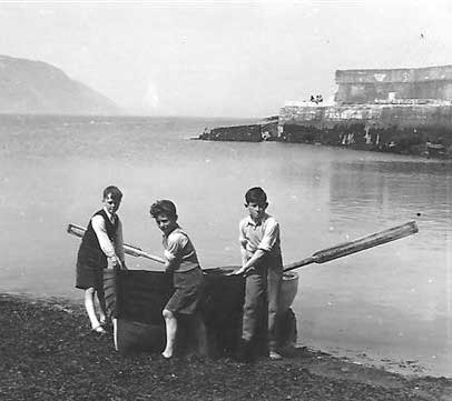 Brothers Leslie (centre) and John (Right) Redmond with John McKenzie (left), Greystones Harbour, Co. Wicklow,Ireland.